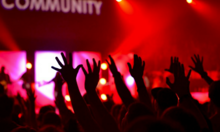 7 Simple Ways to Attract a Crowd of Raving Fans for your Blog